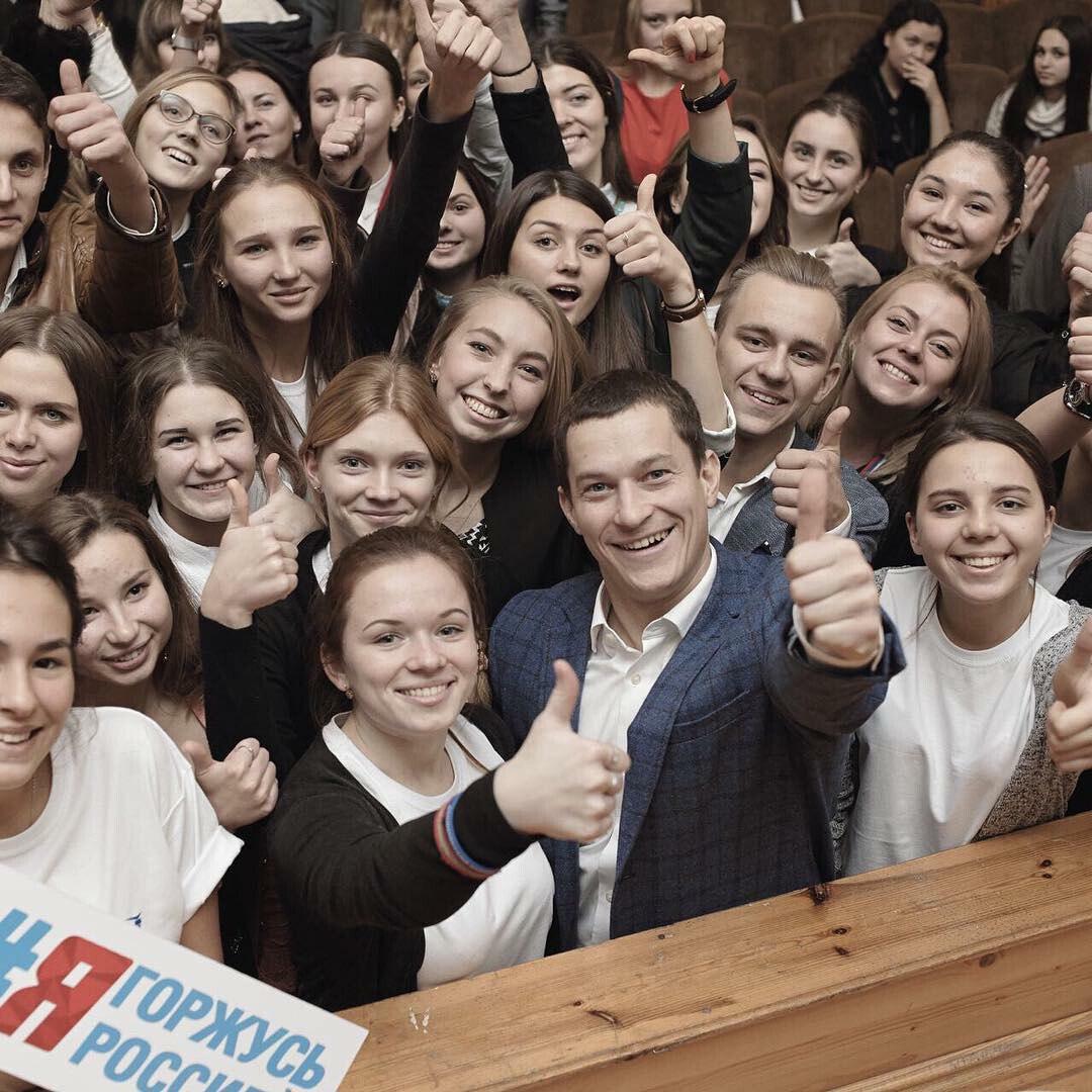 Юная журналистка Настя Куролап и волонтеры